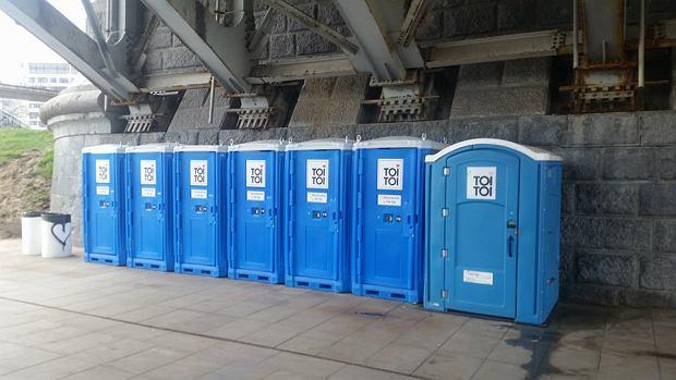 Toalety pod mostem Poniatowskiego