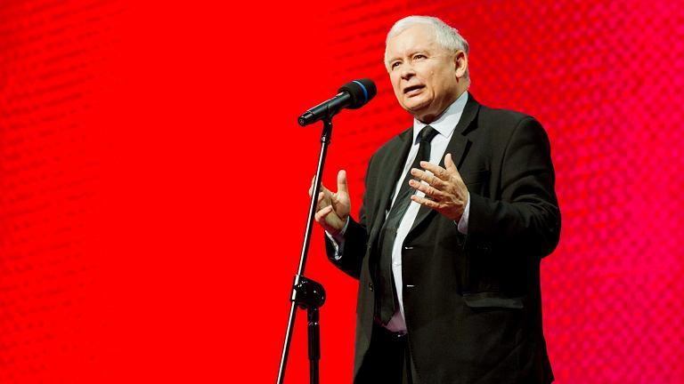 Kaczyński nawet nie ukrywa, kto rządzi w Polsce. Krótkim wywiadem dla TVP już upokorzył premiera Morawieckiego