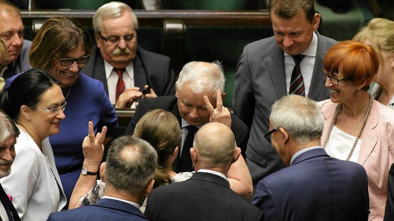 Jest decyzja z Nowogrodzkiej. Nie będzie specjalnego posiedzenia Sejmu po wetach