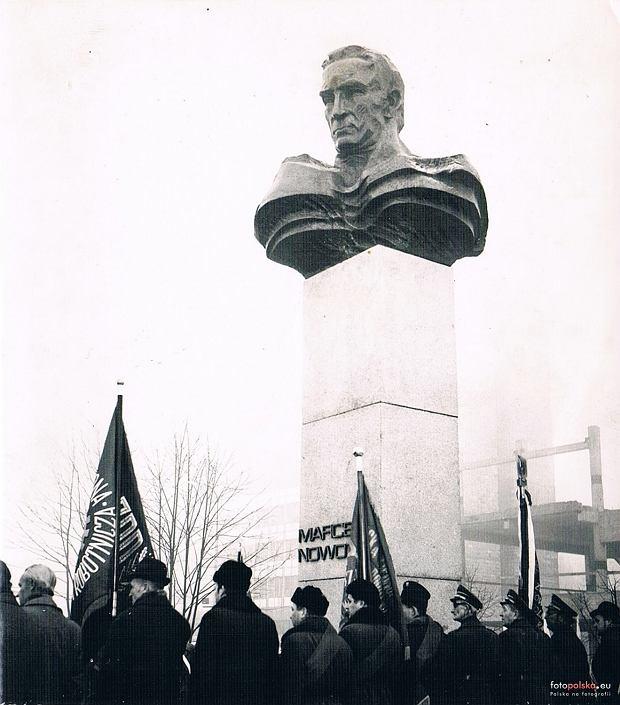 Pomnik Marcelego Nowotki w Warszawie
