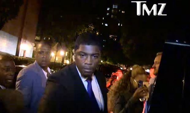 Jay-Z odpycha fana Beyonce