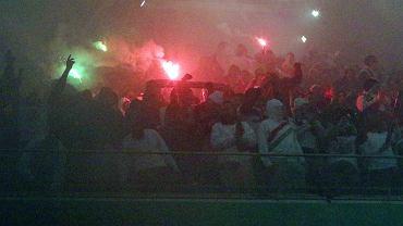 Znikający piłkarze, uciekający kibice i mecz w oparach dymu, który dobrze się oglądało
