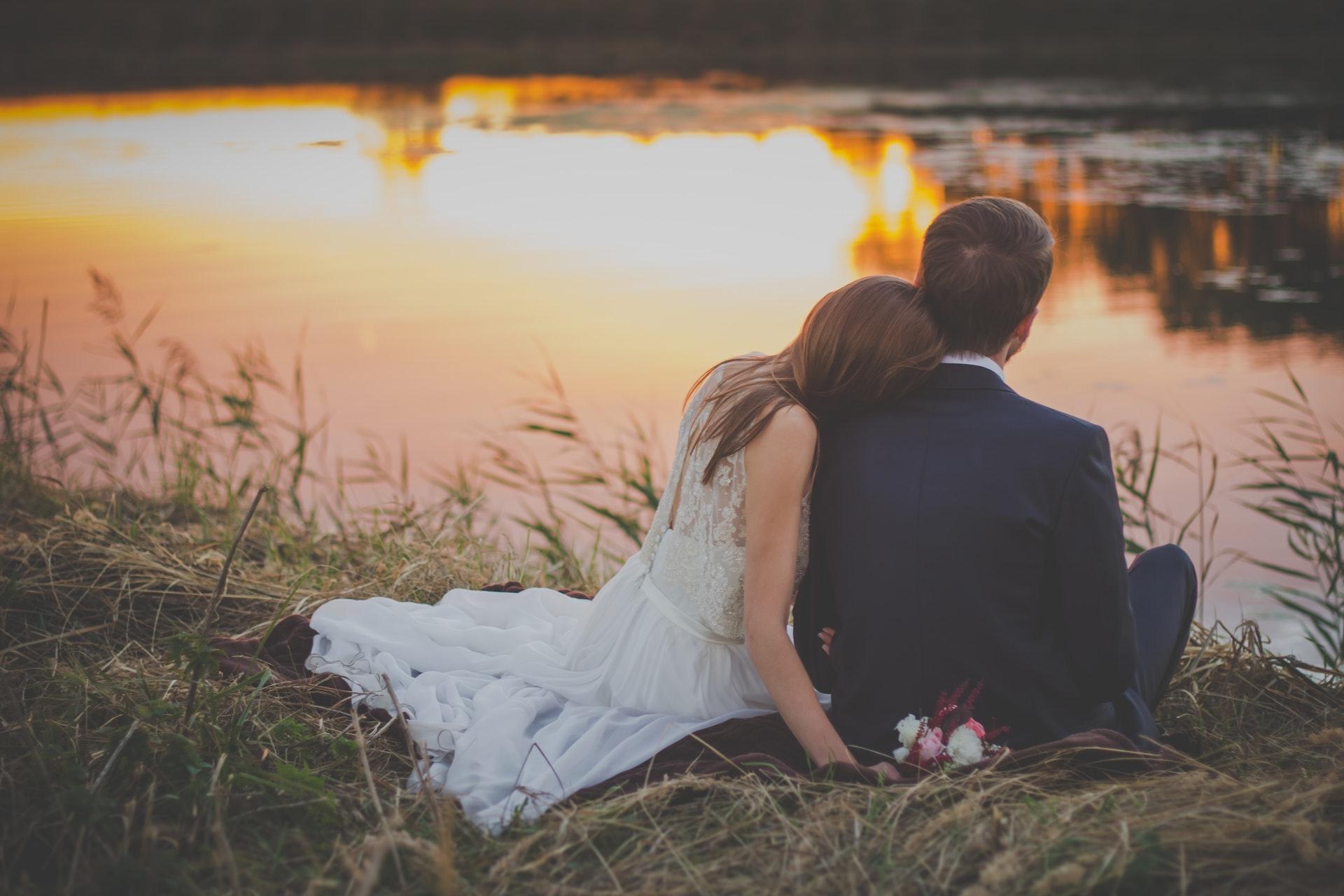 W nauce istnieje teoria, że potrzeba miłości romantycznej należy do podstawowych popędów człowieka (fot. pexels.com)