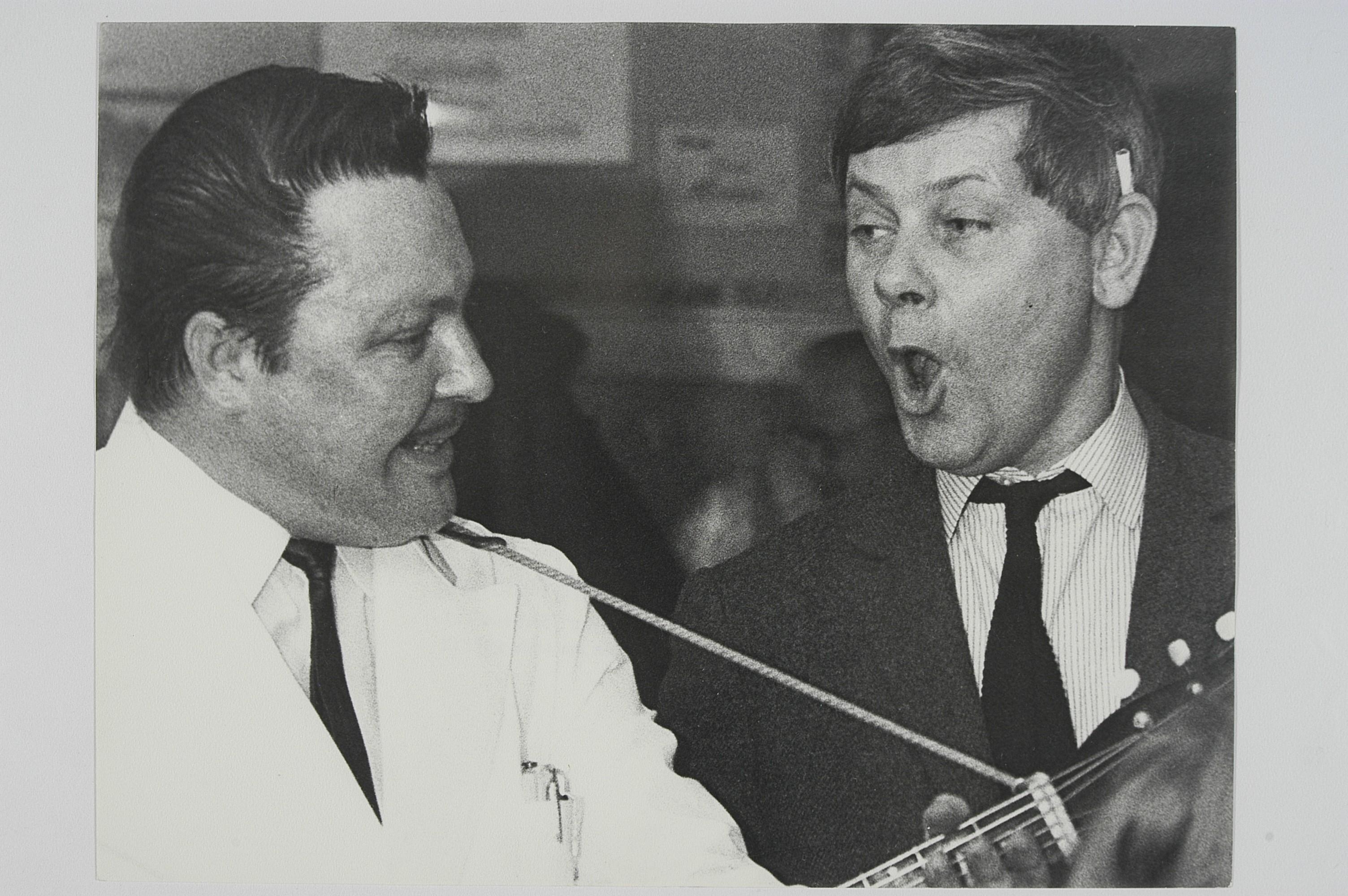 Herbert (z prawej) w Niemczech, w roku 1967 (fot. Hans Georg Puttnies, Archiwum Zbigniewa Herberta, Biblioteka Narodowa)