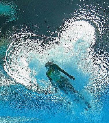 Trening pływacki dla początkujących to doskonała zabawa.
