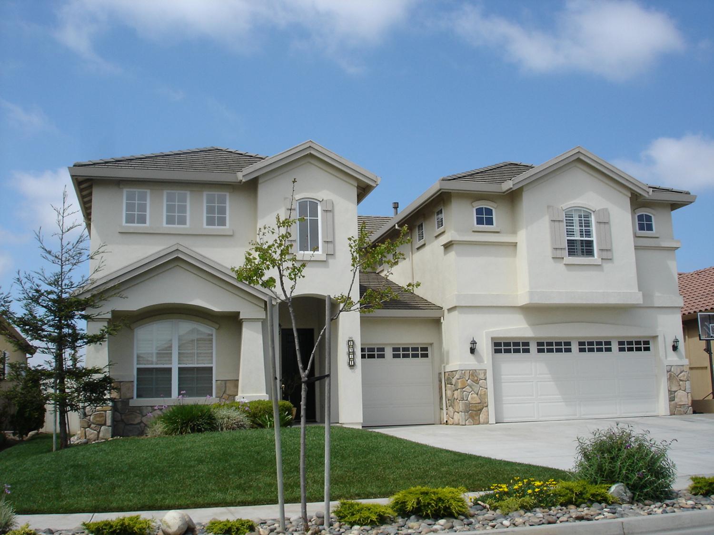 Ekskluzywny dom na przedmieściach Salinas w Kalifornii. Na kupno tego typu posiadłości zaciągano kredyty wysokiego ryzyka, licząc, że po kilku latach uda się je sprzedać z zyskiem (fot. BrendelSignature at English Wikipedia / Wikimedia.org / CC-BY-SA-3.0-migrated-with-disclaimers)