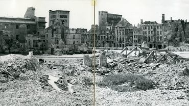 Sfotografował Warszawę w ruinie, po latach wrócił w to samo miejsce. Rzadkie zdjęcia