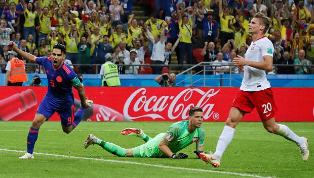 Colombia's Radamel Falcao, left, celebrates after scoring the second side goal past Poland goalkeeper Wojciech Szczesny during the group H match between Poland and Colombia at the 2018 soccer World Cup at the Kazan Arena in Kazan, Russia, Sunday, June 24, 2018. (AP Photo/Frank Augstein) SLOWA KLUCZOWE: WC2018COL;WC2018POL