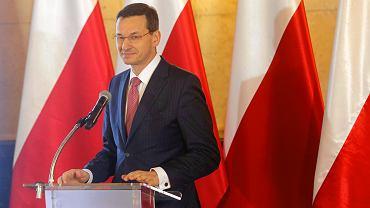 """Sypią się świetne prognozy dla polskiej gospodarki. Wśród zagrożeń """"percepcja drożyzny"""""""
