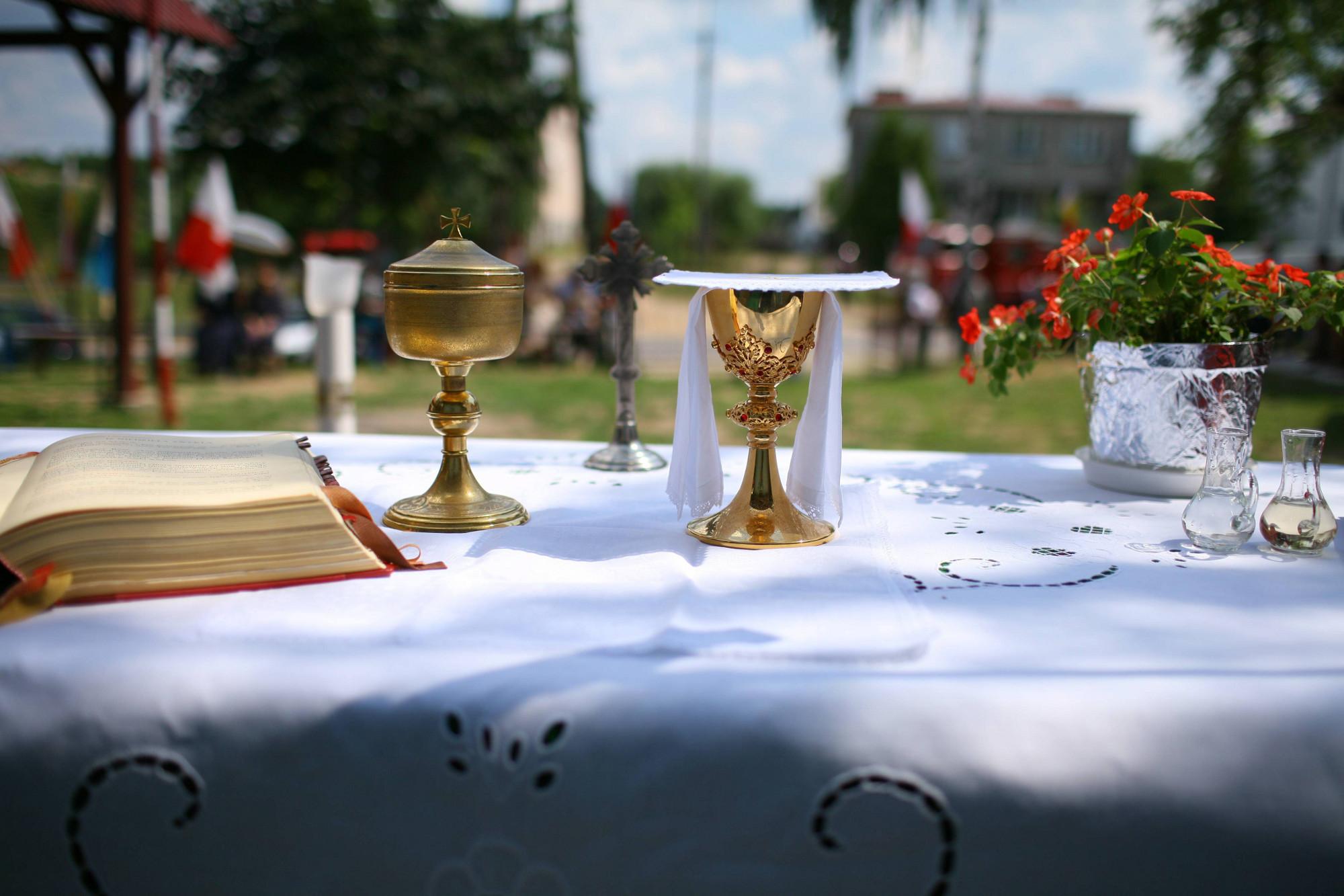 Katolikami jest 92 proc. Polaków, ale tylko 39 proc. z nich deklaruje regularne uczestnictwo w niedzielnej mszy świętej (fot. Grzegorz Dąbrowski / Agencja Gazeta)