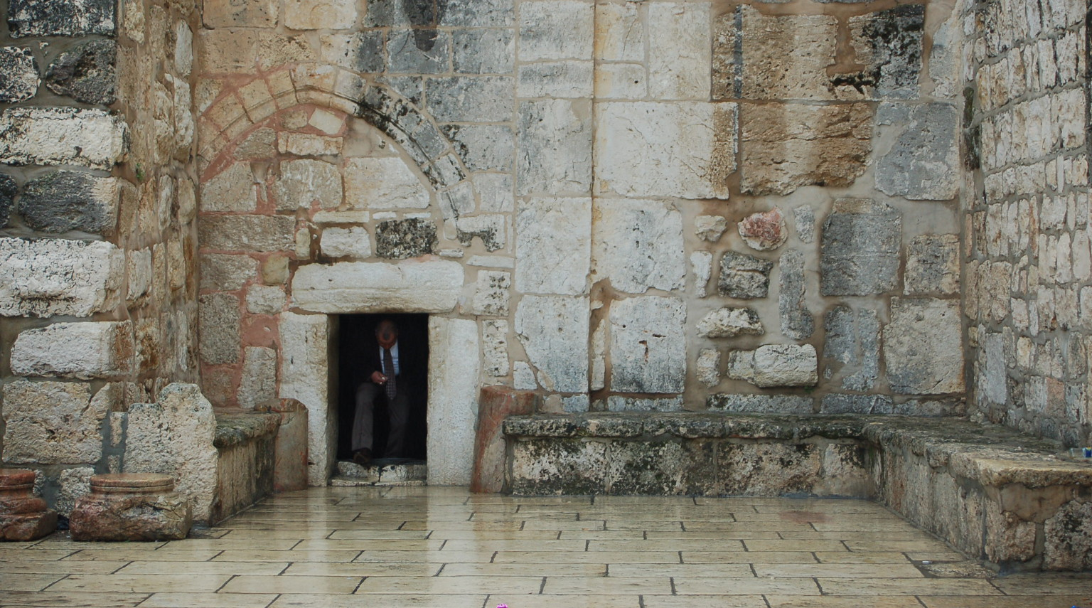 Drzwi Pokory - wejście do bazyliki Narodzenia Pańskiego w Betlejem
