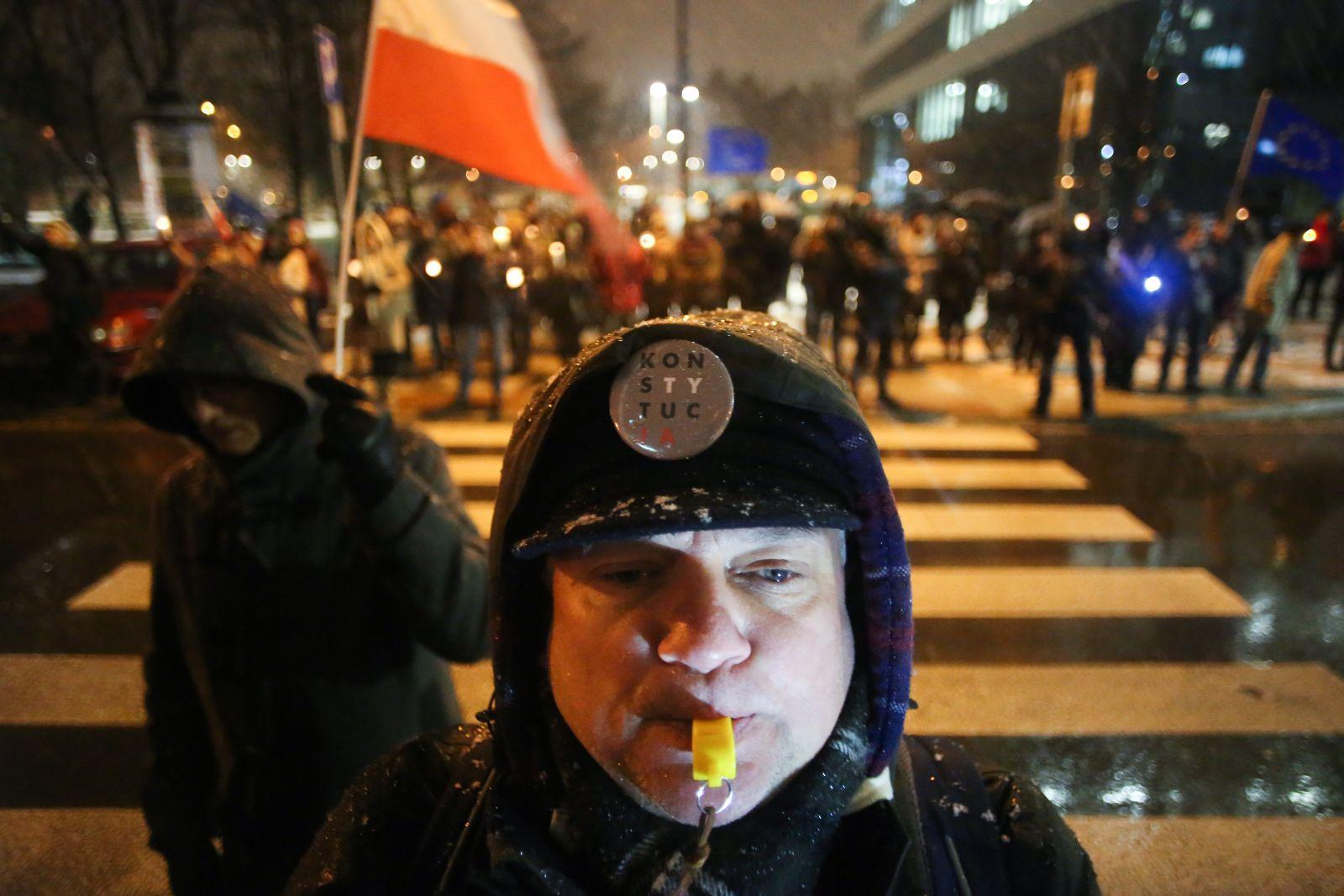 u04.12.2017 Krakow . Protest w obronie sadow  Wolne Sady ' pod Sadem Okregowym . Fot. Jakub Porzycki / Agencja Gazeta