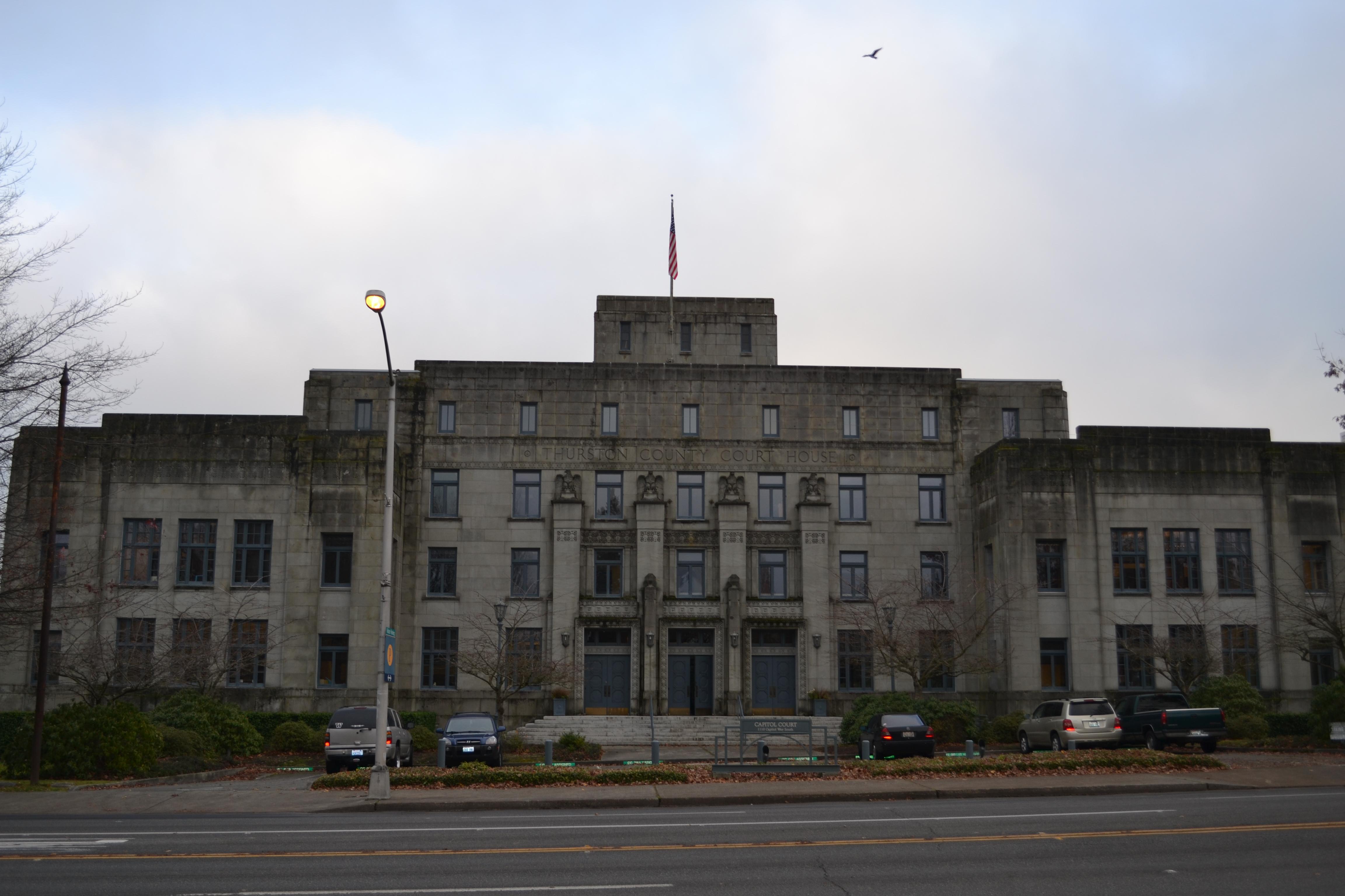Oskarżony przez swoje córki m.in. o molestowanie seksualne Paul Ingram był przewodniczącym okręgu republikańskiego w hrabstwie Thurston w Waszyngtonie i głównym zastępcą cywilnego departamentu szeryfa. Na zdjęciu dawny gmach sądu w Thurston (fot. Visitor7 / Wikimedia.org / CC BY-SA 3.0)
