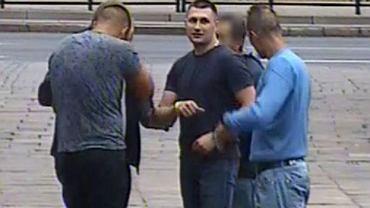 Policja poszukuje tych dwóch mężczyzn. Mogą mieć związek z ciężkim pobiciem