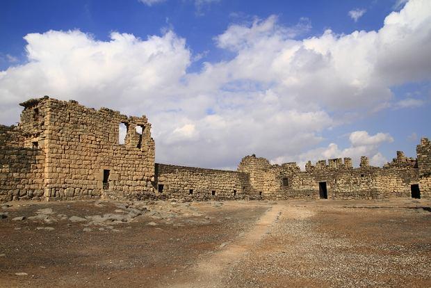 Kasr al-Azrak, jeden z pustynnych zamków w Jordanii