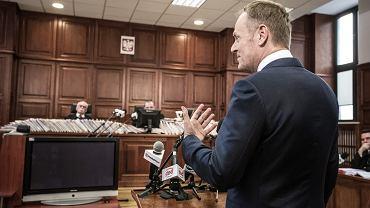 """""""Czy Donald Tusk wie, co to ILS?"""". Komentarze po przesłuchaniu byłego premiera przed sądem"""