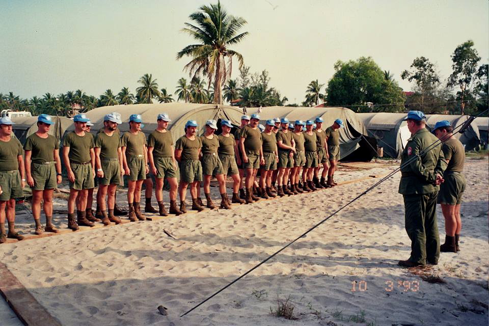 Odprawa w Sihanouksville (fot. archiwum ks. Jerzego Niedbały)