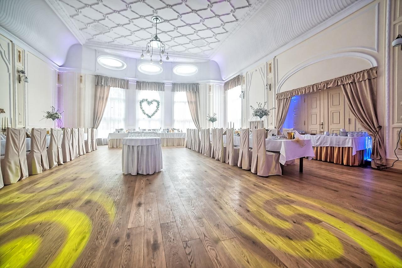 Przypadkowy partner na wesele może niestety zepsuć nawet najlepszą zabawę (fot. pixabay.com)